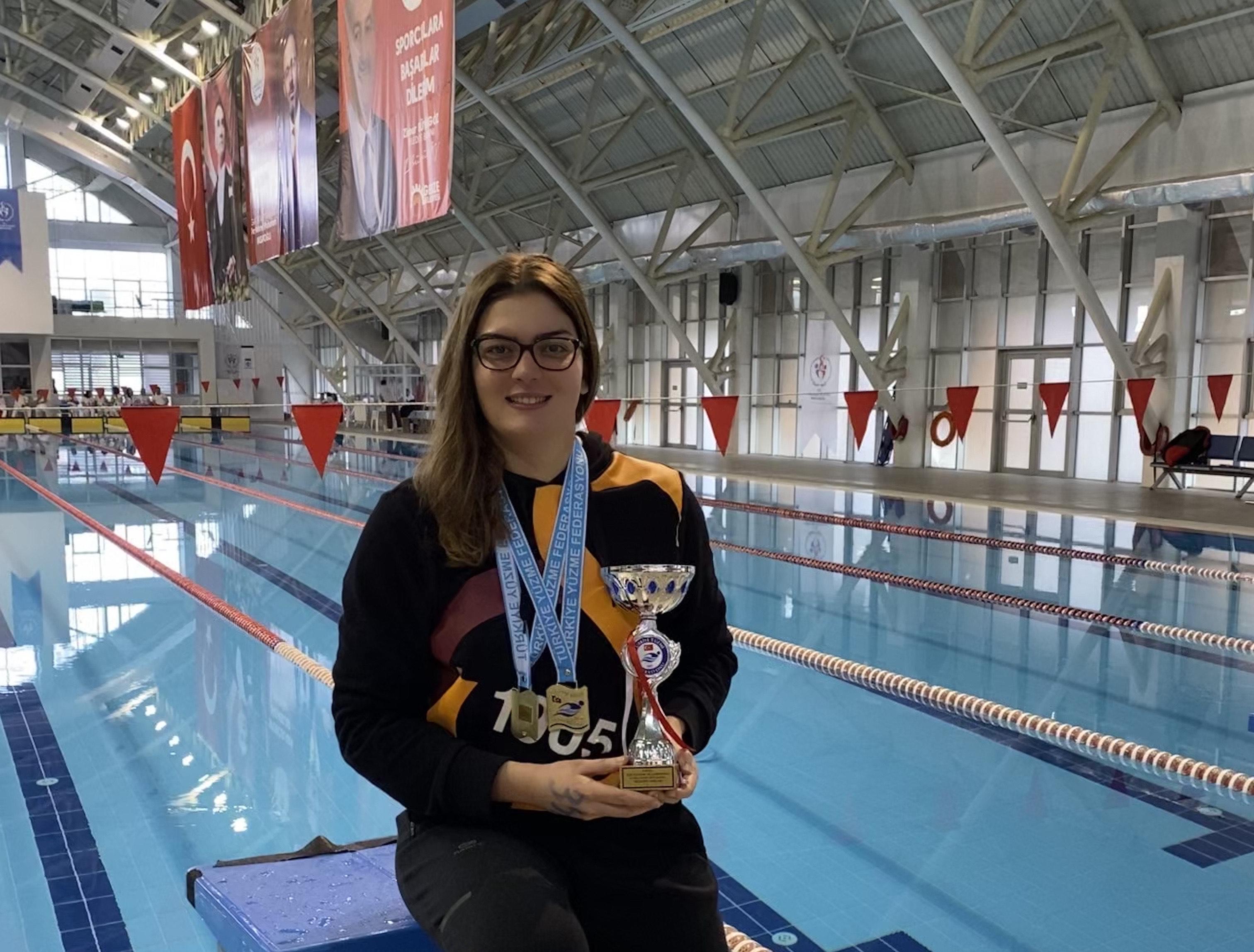 Öğrencimiz Nilay Erkal'dan Yüzmede Bir Şampiyonluk Daha
